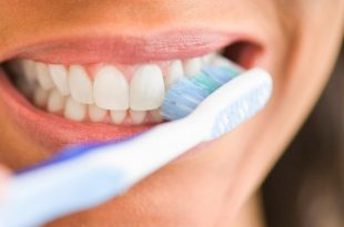 صورة تفسير حلم تنظيف الاسنان , رؤيه غسل الاسنان ماذا تعنى