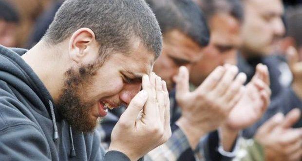 صورة البكاء في الصلاة في المنام , تفسير حلم البكاء