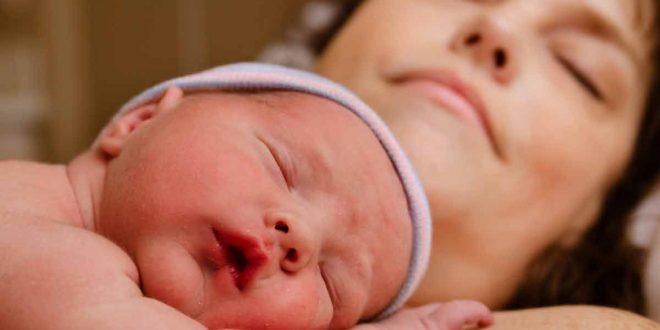 صورة تفسير الحلم بالولادة , الولادة للعزباء والمتزوجة في المنام